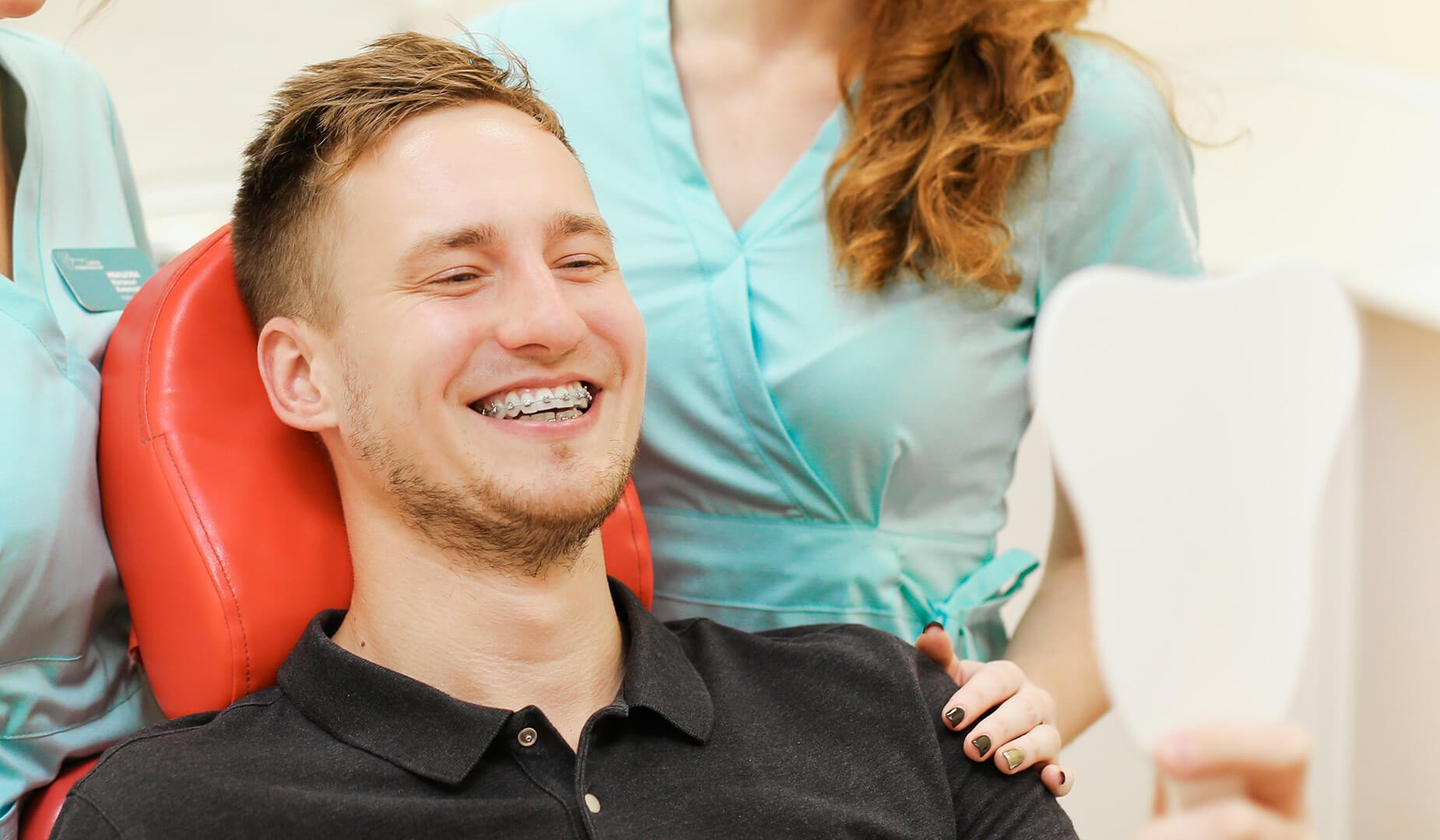 Пациент любуется улыбкой