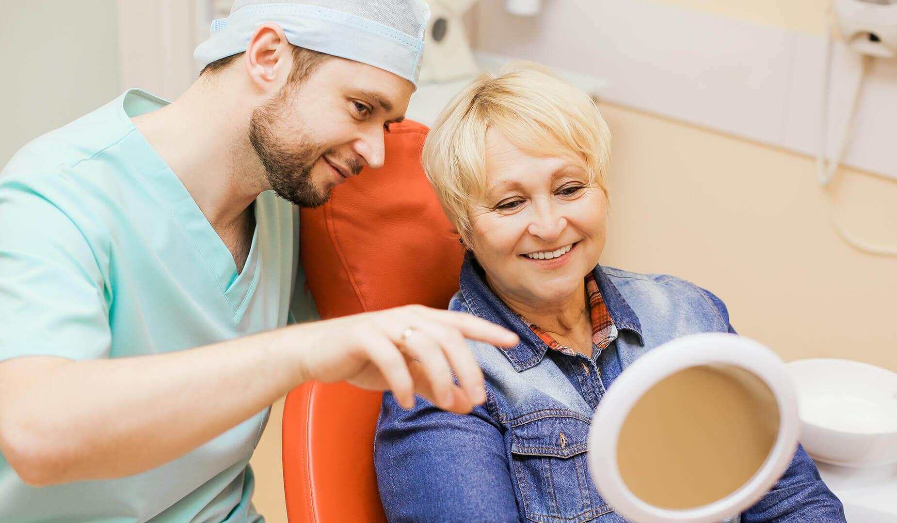 Пациентка оценивает результат лечения