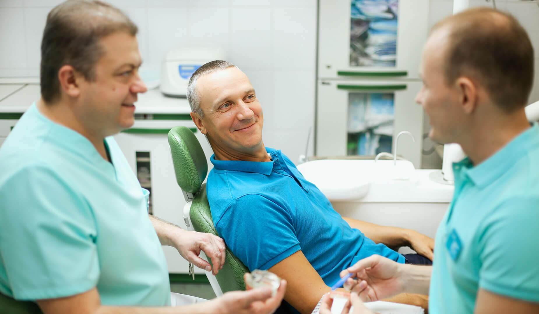 Пациенту рассказывают об особенностях процедуры