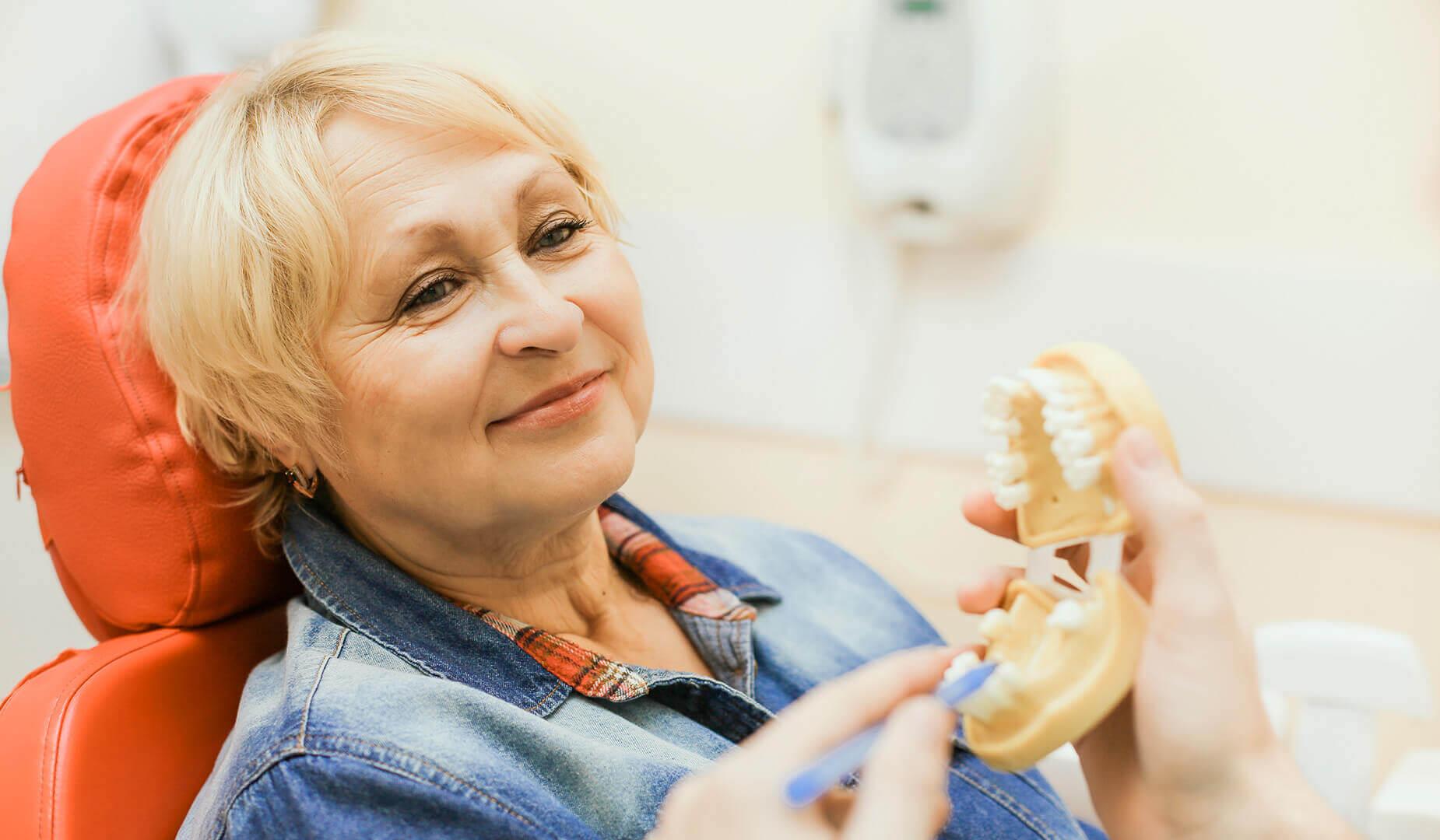 Пациентка на приёме у ортопеда