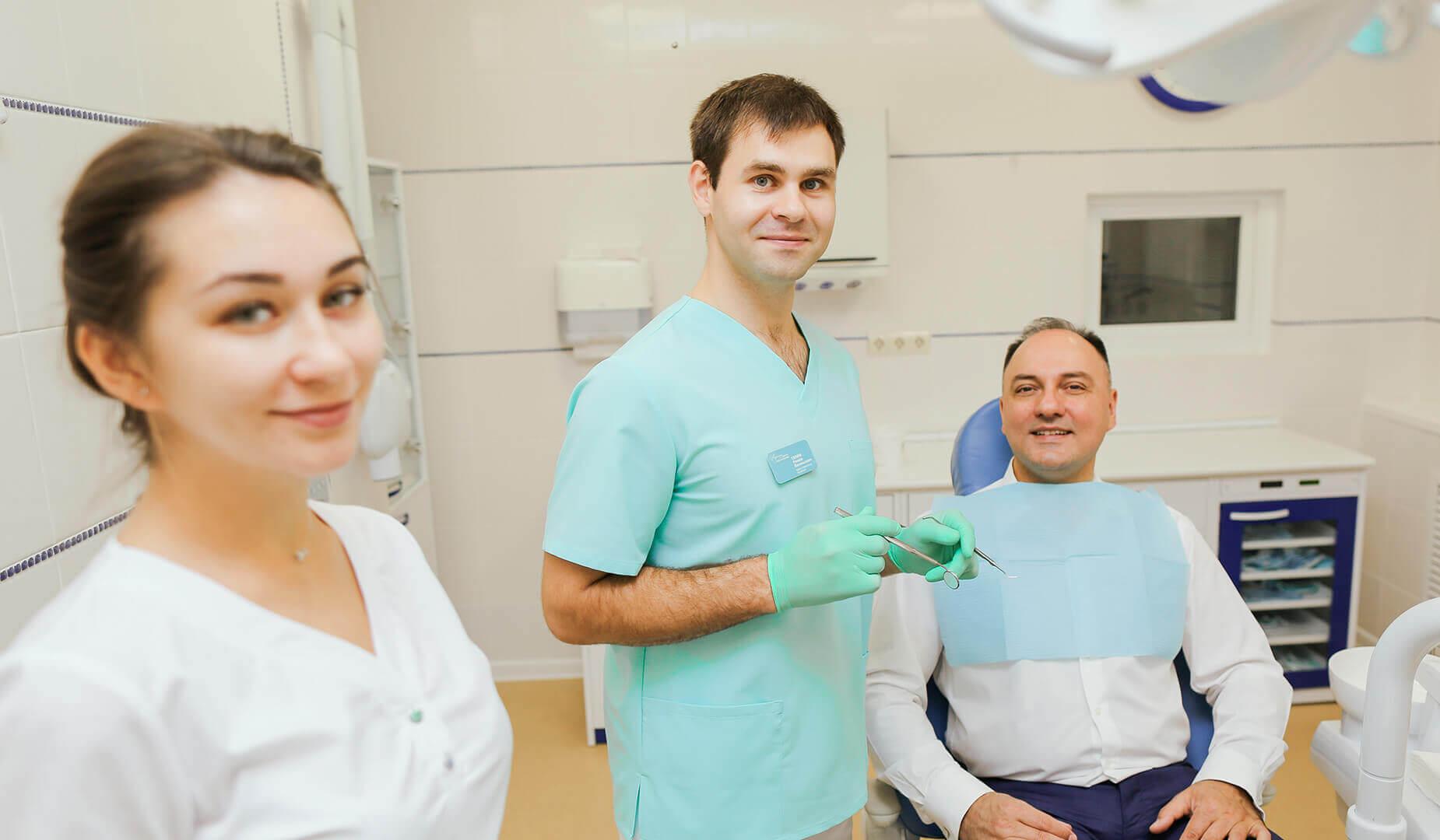 Врач приступает к осмотру пациента