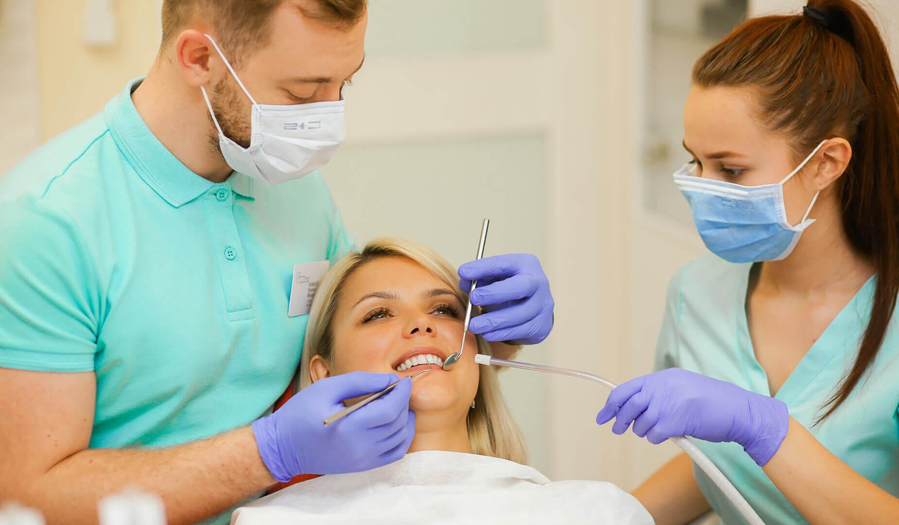 Процесс удаления зуба