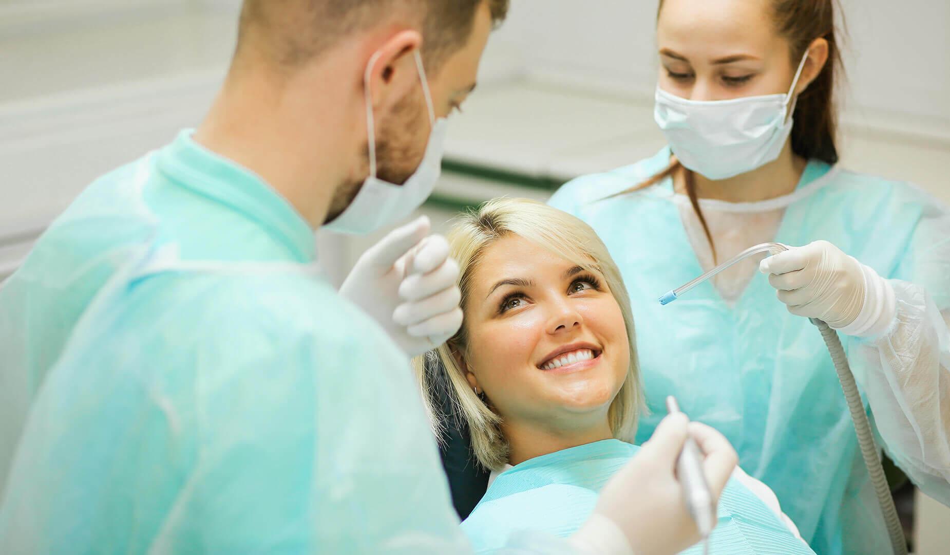 Пациентка на приёме у стоматолога
